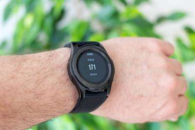 watches for runners with a heart rate monitor - heart rate